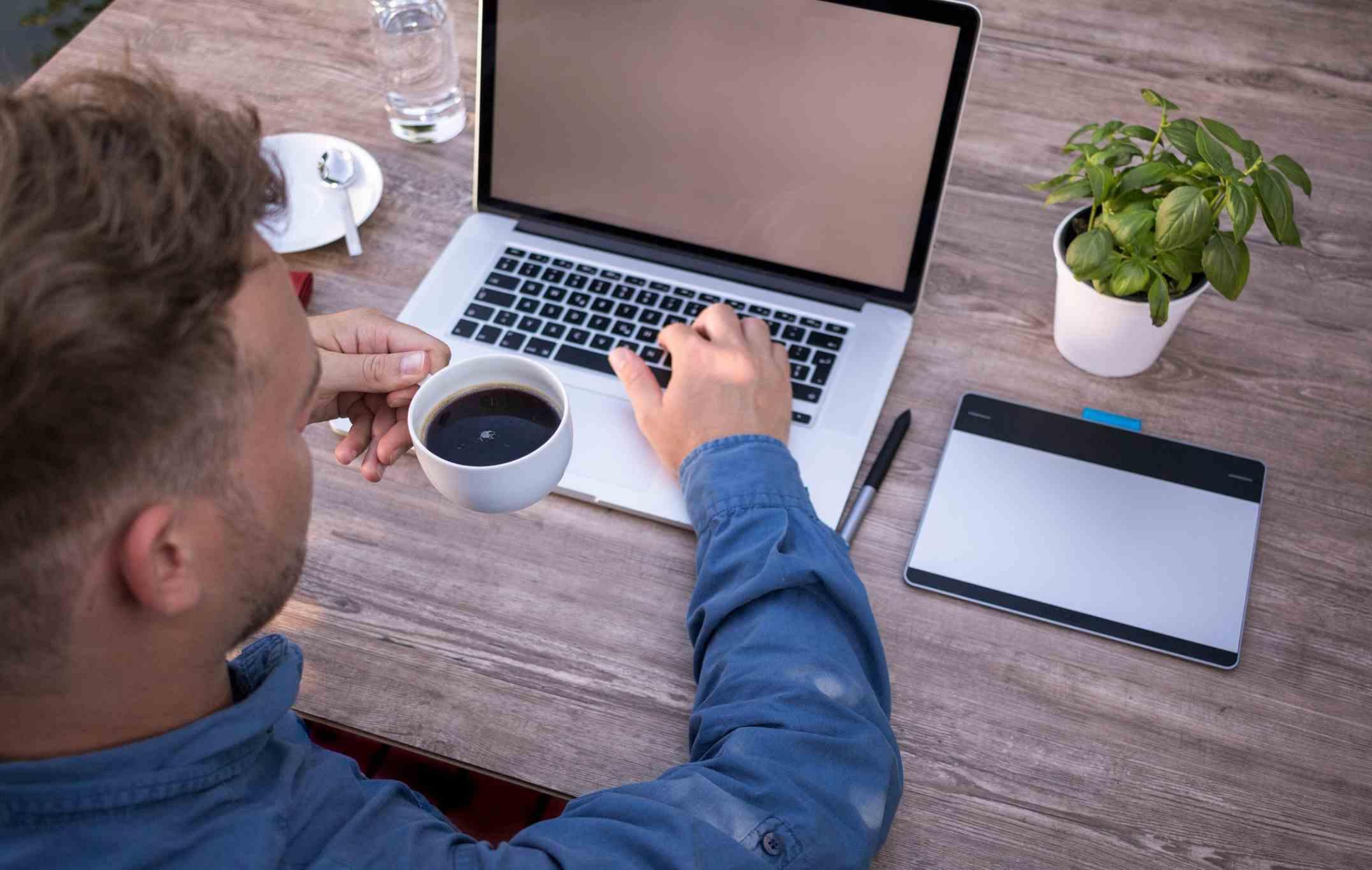 Hva er et webinar? Hvor genialt er webinar i B2B-salg?